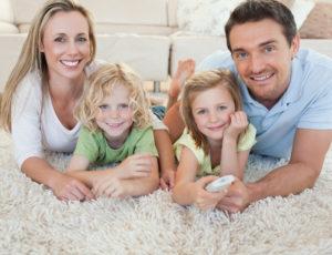 Famille sur un tapis
